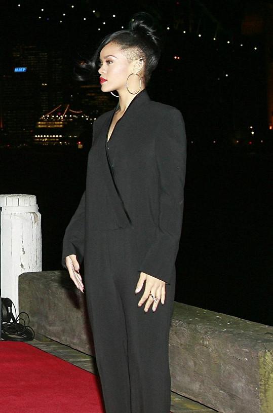 Rihanna a její beztvarý model.