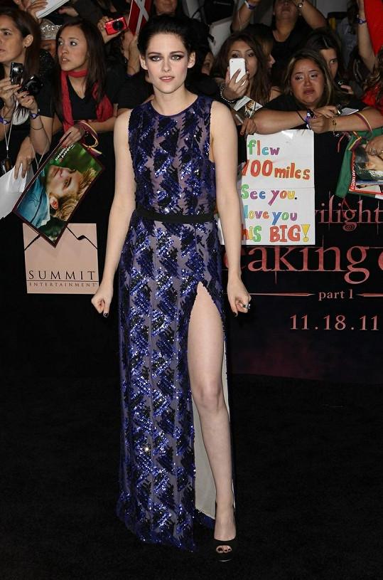 Kristen Stewart se samozřejmě dokáže i krásně obléknout.
