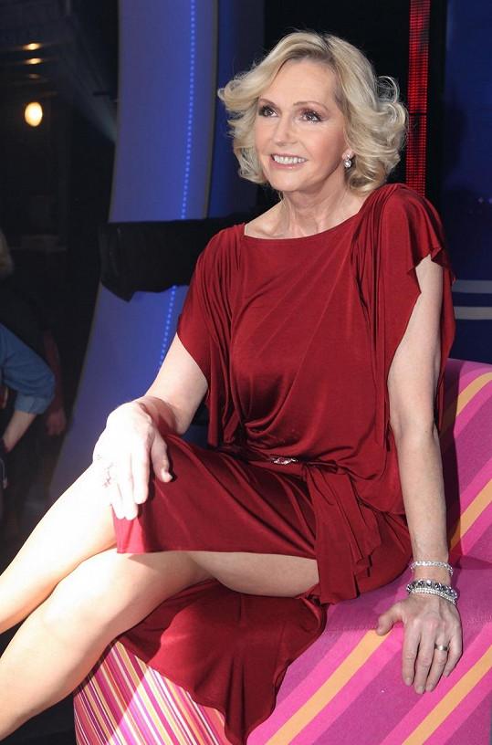 Helena Vondráčková má neuvěřitelně dlouhé nohy.