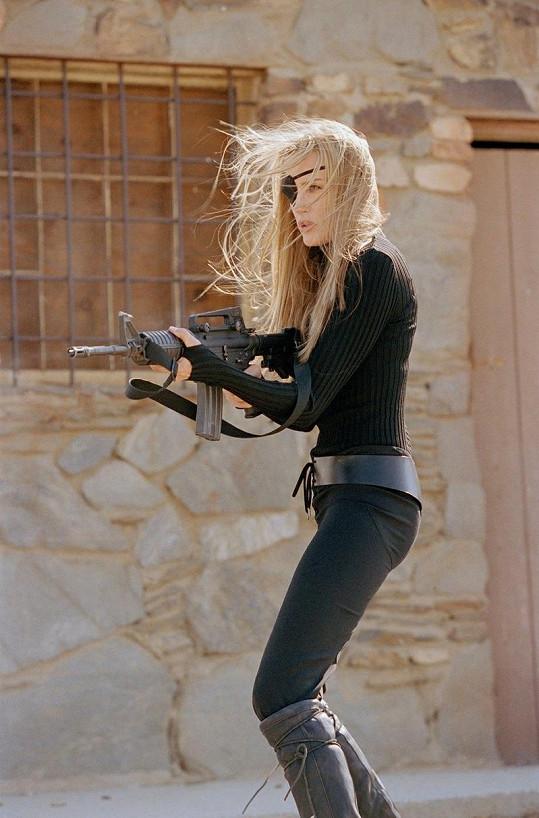 Daryl jako jednooká vražedkyně Elle Driver.