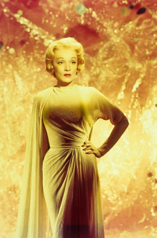 V sedmdesátých letech připomínal zjev Marlene Dietrich voskovou figurínu.