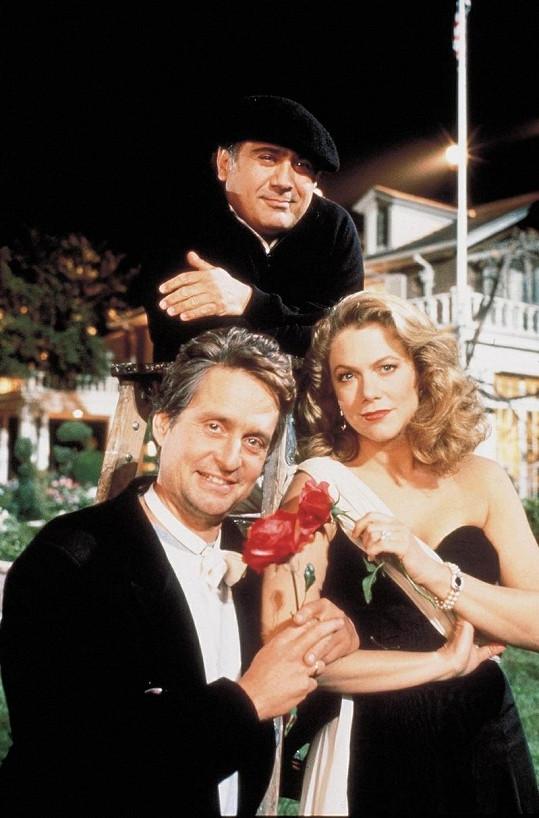 Kathleen Turner s Michaelem Douglasem a Danny DeVitem.