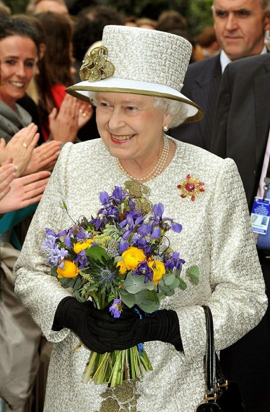 Britská panovnice první den na návštěvě Irska.