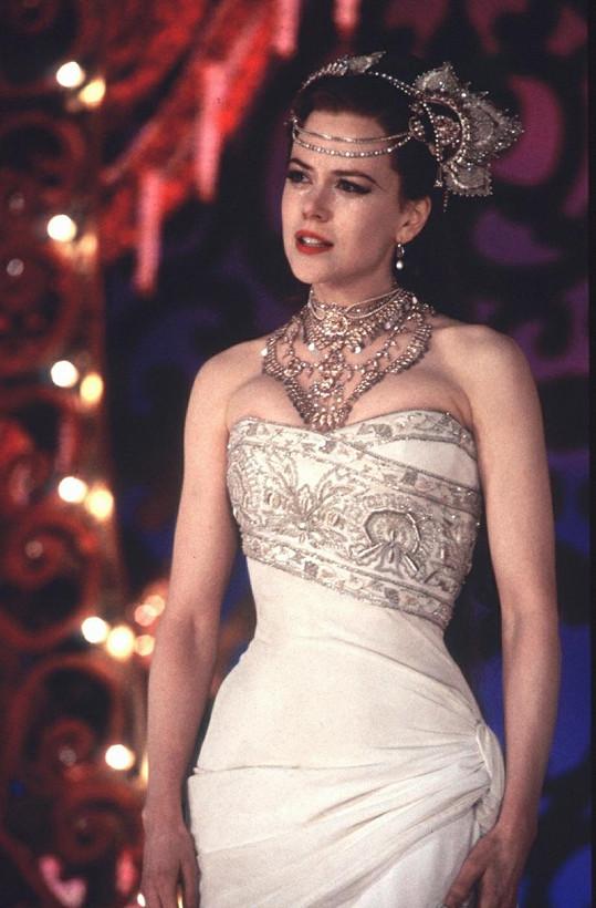 Krásná herečka v muzikálu Moulin Rouge.