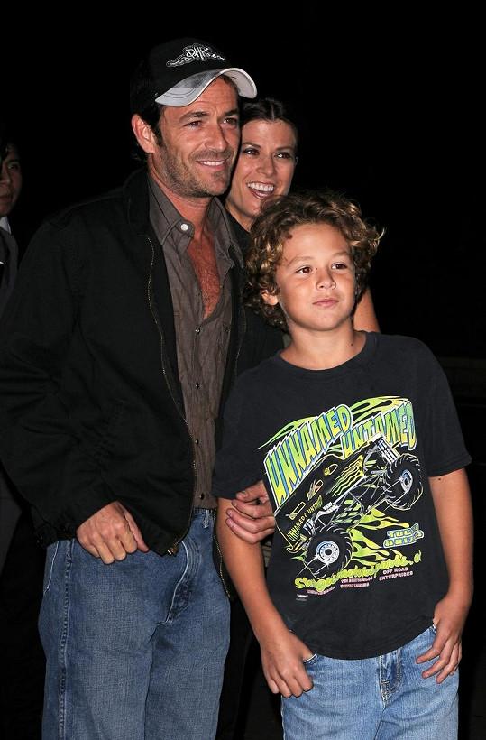 Luke Perry s přítelkyní a synem Jackem.