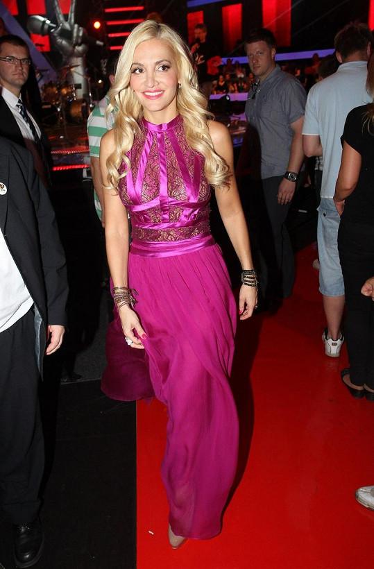Šaty libanonského návrháře Elieho Saaba oblékají hvězdy jako Halle Berry, Madonna, Sheryl Crow, či Mila Jovovich.