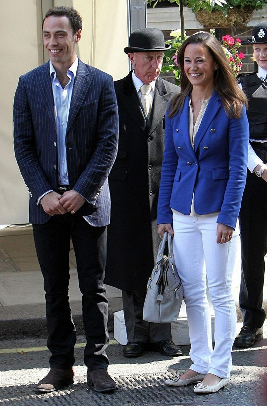 James se sestrou Pippou Middleton.
