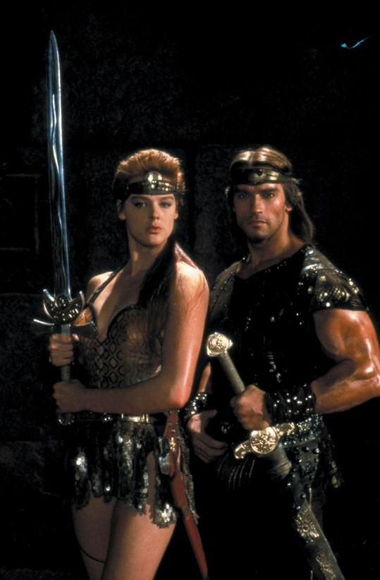 Brigitte Nielsen a Arnold Schwarzenegger jako Rudá Sonja a Lord Kalidor.