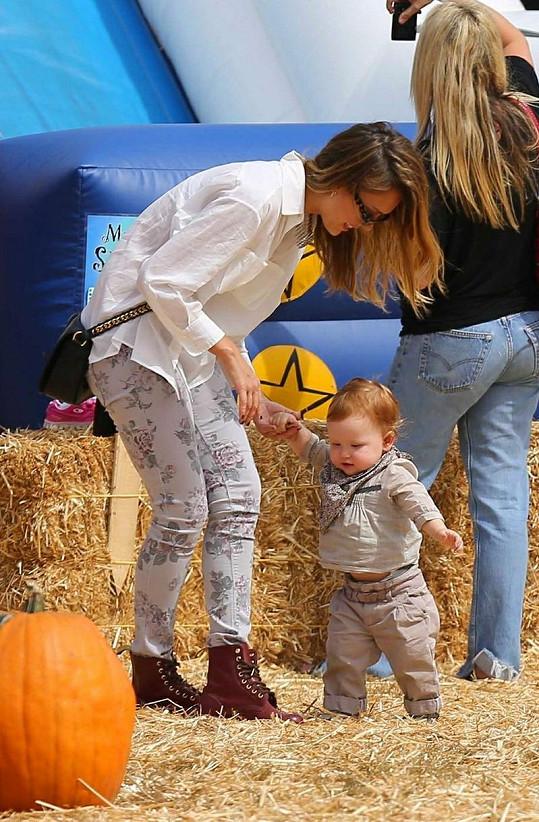 Jessica Alba svátek duchů, jak se také jinak Halloweenu říká, miluje.