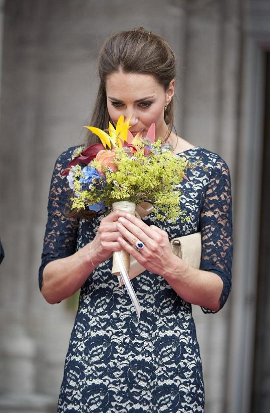 Vévodkyně Kate vypadala jako princezna.