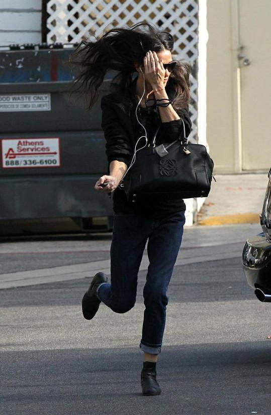 Demi Moore je stále velice hubená.
