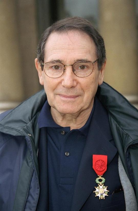 Robert Hossein s vyznamenáním.