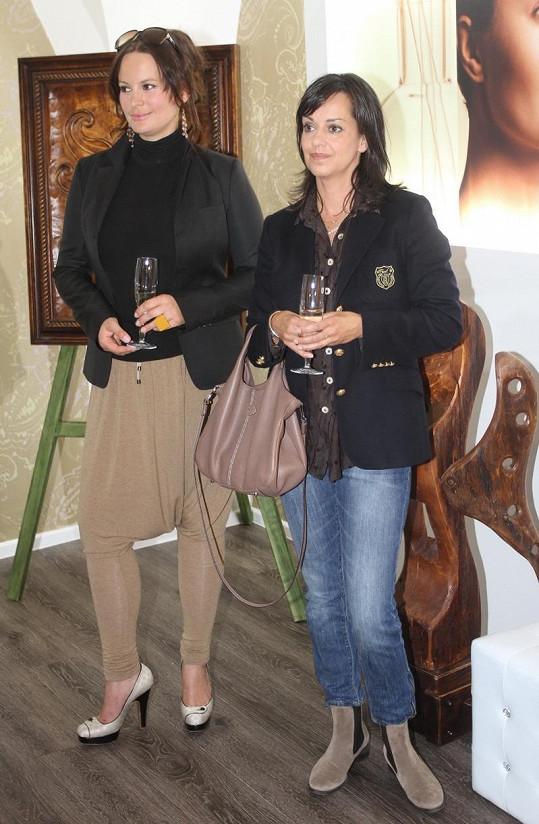 Jitka Čvančarová a Tereza Brodská se v Teplicích staly kmotrami nového kosmetického salonu.