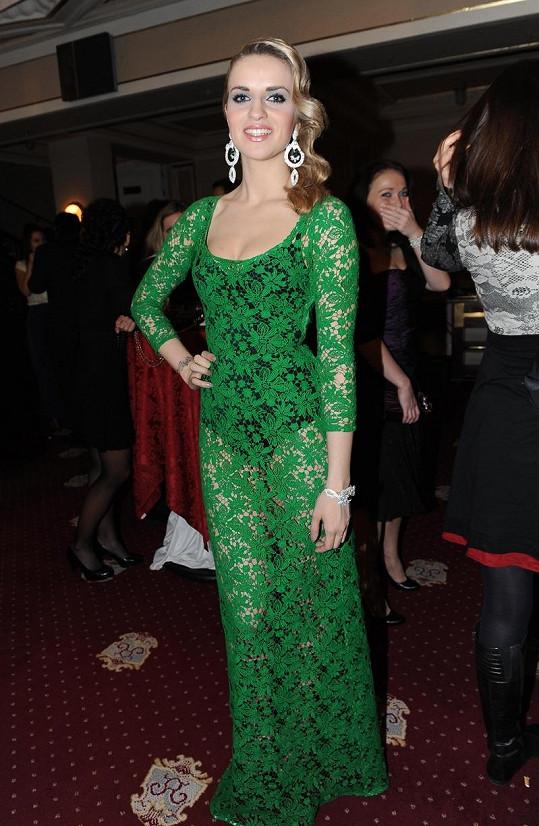 Gábina Gunčíková v šatech Lukáše Lindnera vypadala krásně, ale korzet měl být také zelený.