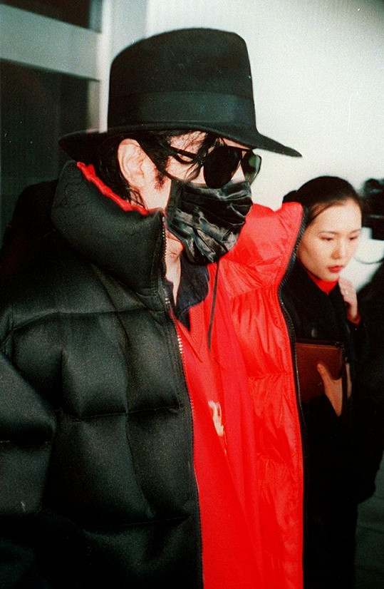 Michael Jackson chodil v roušce velmi často.