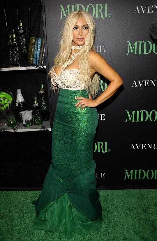 Kim Kardashian a její vzhled à la mořská panna.
