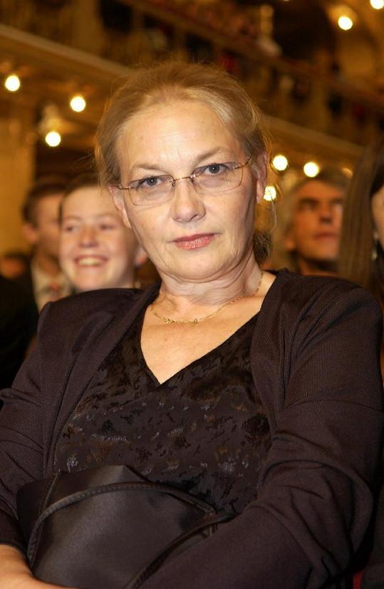 Jana Preissová okouzluje svým šarmem.