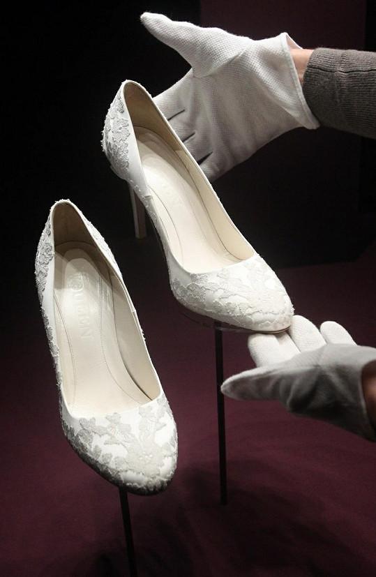 Katiny svatební střevíčky.
