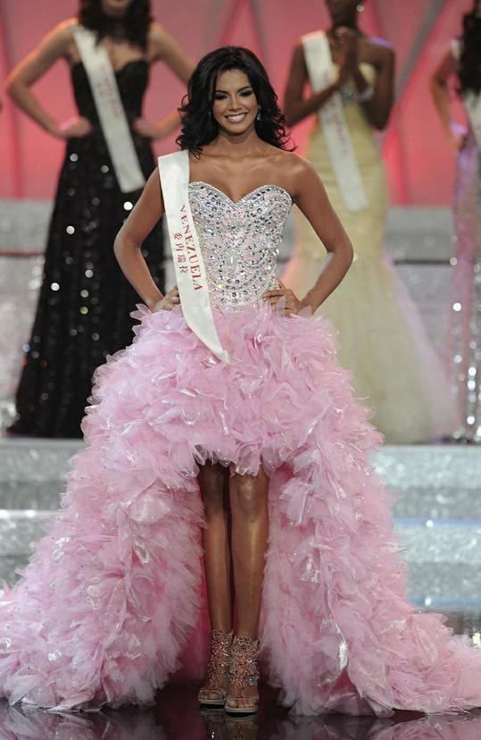 Venezuelanka Ivian Sarcos je novou světovou královnou krásy.