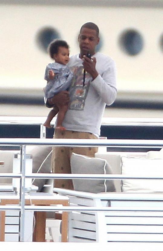 Jay-Z s Blue Ivy na jachtě během dovolené.