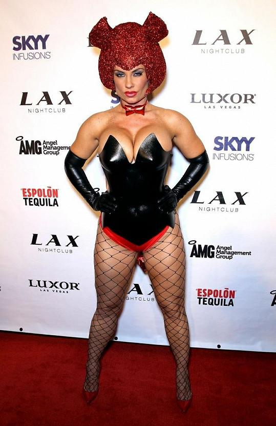 Coco Austin v odvážném latexovém kostýmu.