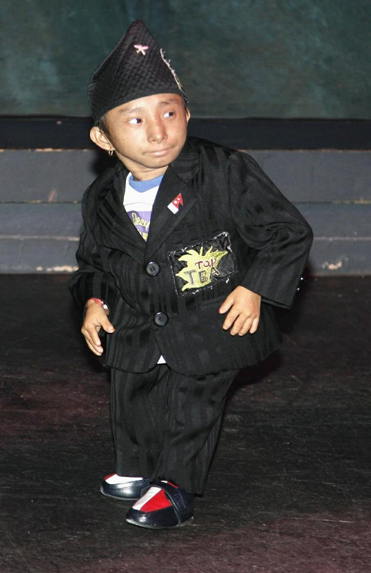 Druhý nejmenší muž světa Khagendra Thapa.