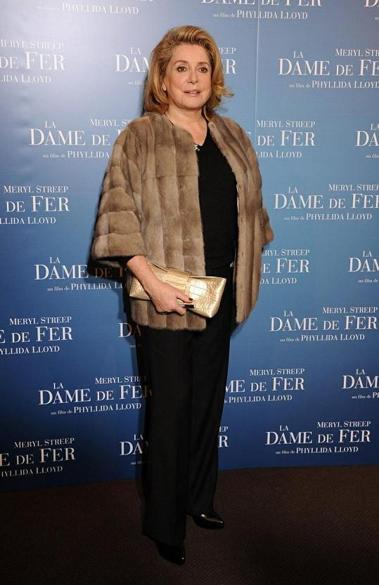 Jako jedna z nejkrásnějších žen světa propůjčila svoji tvář soše Marianne, která symbolizuje republikánskou tradici Francie.