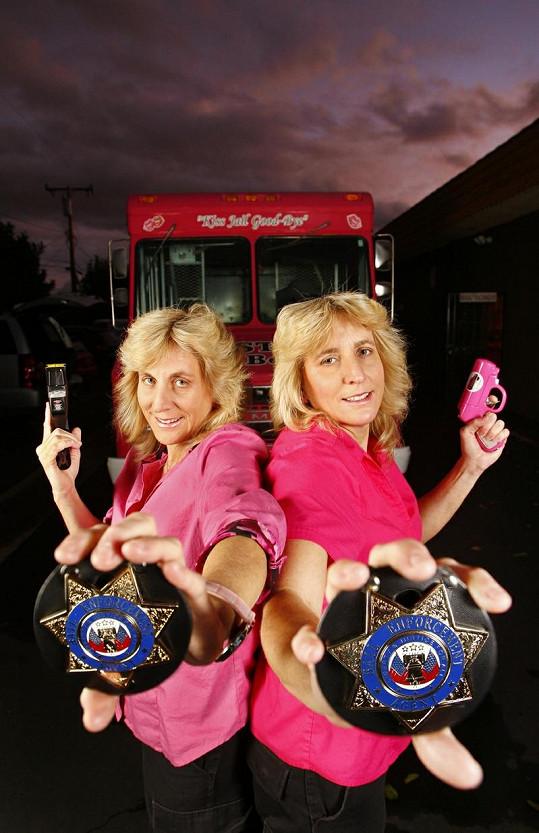 Dvojčata Lisa a Teresa Golt jsou od sebe téměř k nerozeznání.