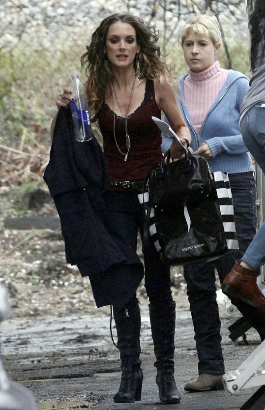 Herečku zvěčnili fotografové během natáčení nového filmu.