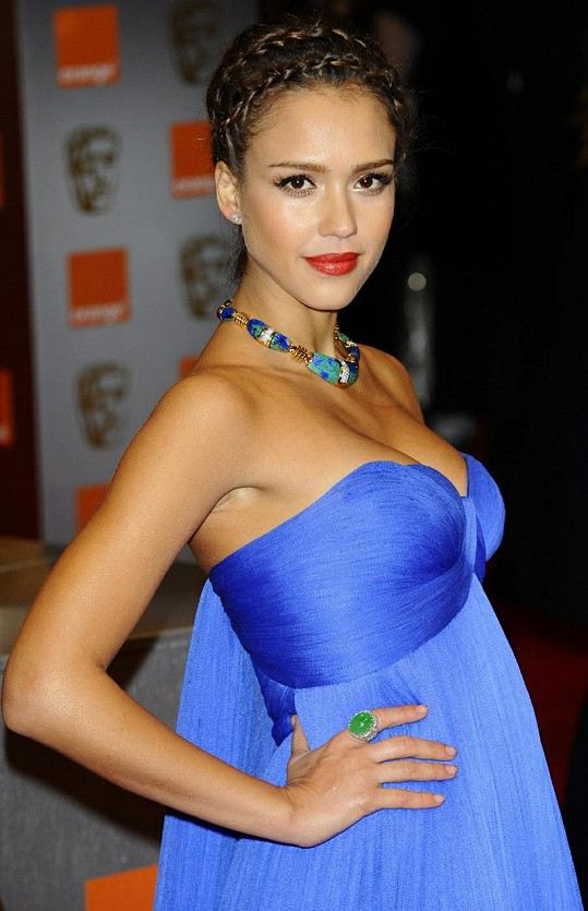Alba zaujala svou nevšední exotickou krásou.