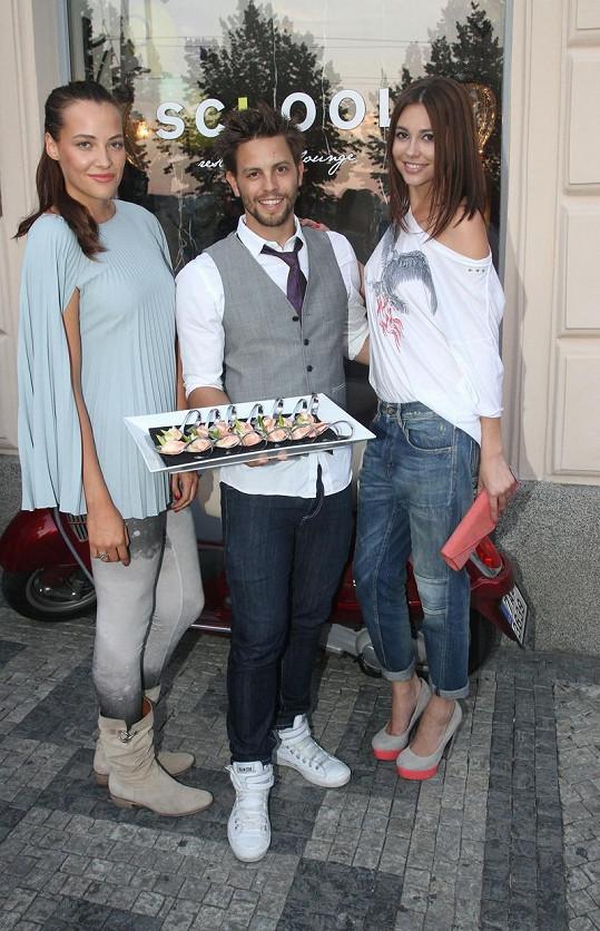 Sokolová, Charouz a Svobodová na opening party.