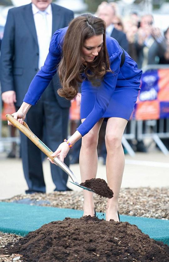 Princezna umí vzít i za lopatu.