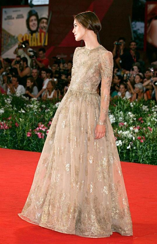 Keira Knightley na filmovém festivalu v Benátkách.