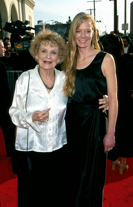 Suzy s herečkou Glorií Stuart v roce 1998.