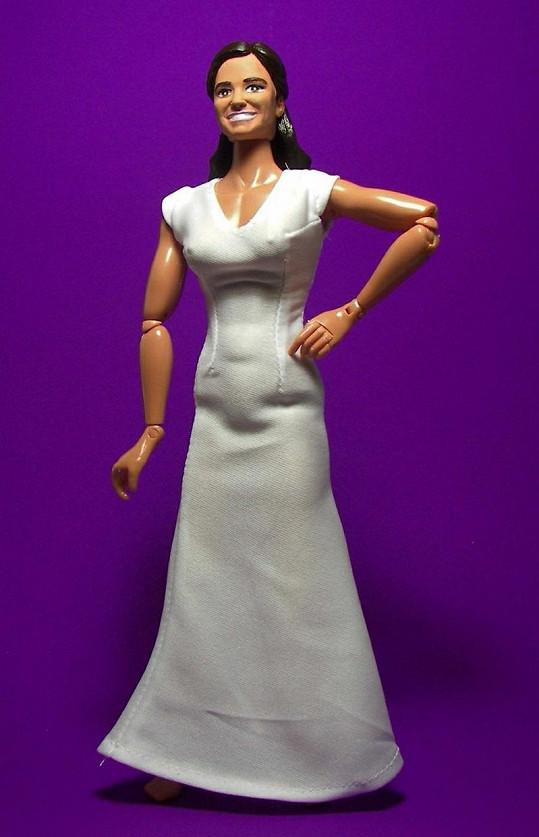 Šaty mají být věrnou kopií slavných družičkovských od Alexandera McQueena...