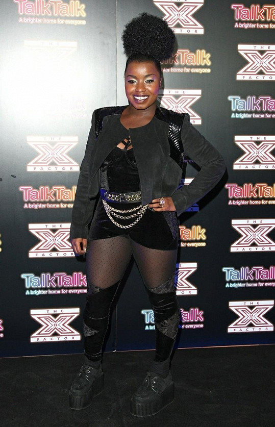 Nadějná zpěvačka Misha B nevychytala model ani účes.