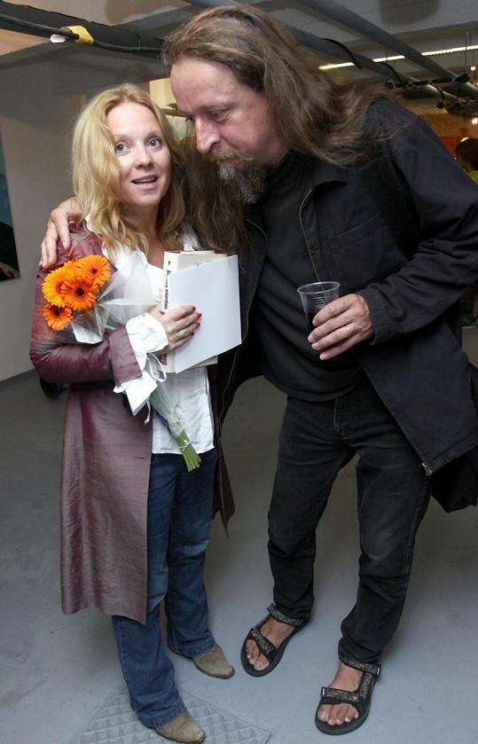 Tereza s obrovským malířem martinem Frintem, který u ní také vystavoval.