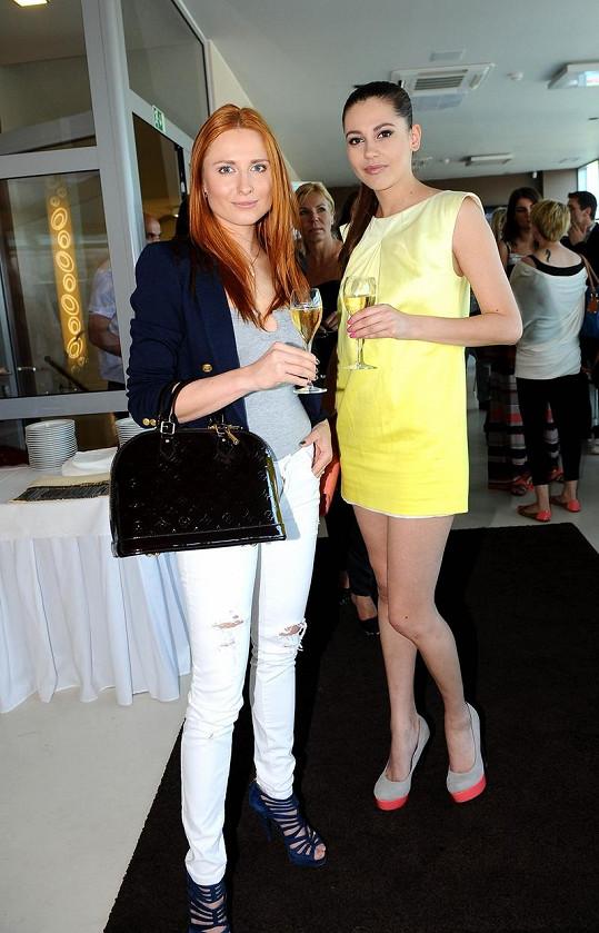 Hana s kamarádkou Romanou Pavelkovou.