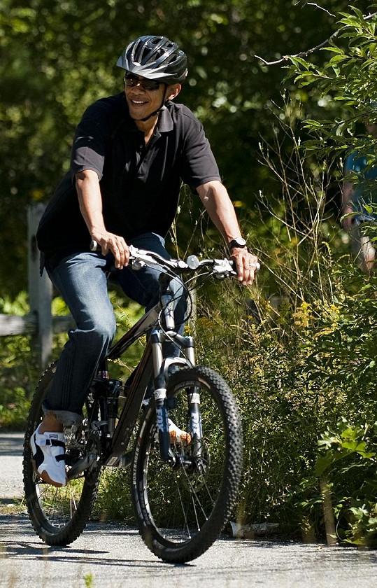 Americký prezident na kole, to se jen tak nevidí.