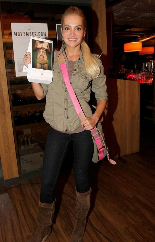 Dara Rolins na charitativní akci Movember.