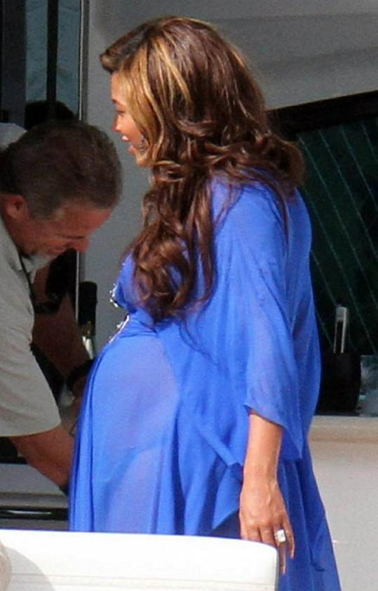 Beyoncé je v šestém měsíci těhotenství.