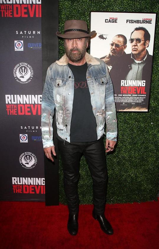 Nicolas Cage překvapil na premiéře nového filmu svým vzhledem.