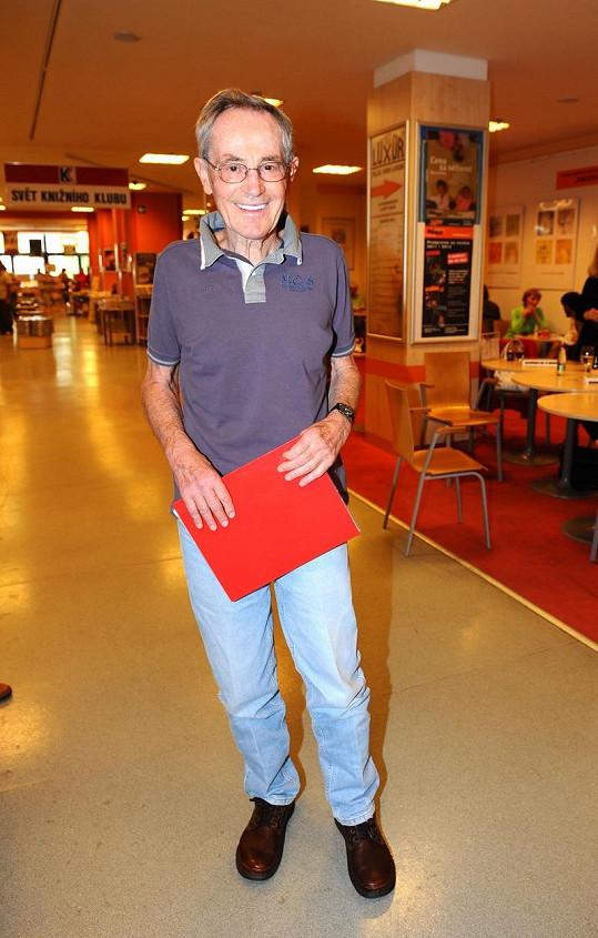 Jan Tříska v knihkupectví