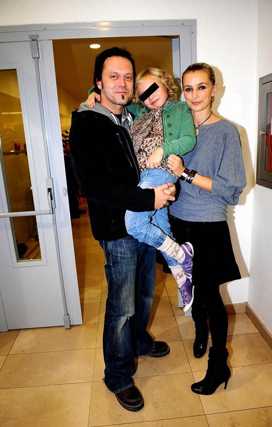 Ivana Jirešová s dcerou a manželem Viktorem Dykem