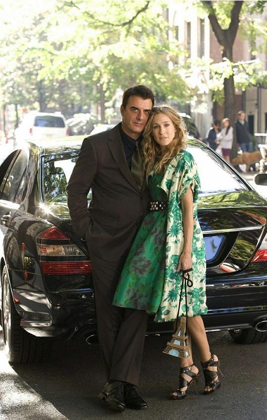 Chris jako pan Božský a Sarah Jessica Parker jako Carrie v seriálu Sex ve městě.