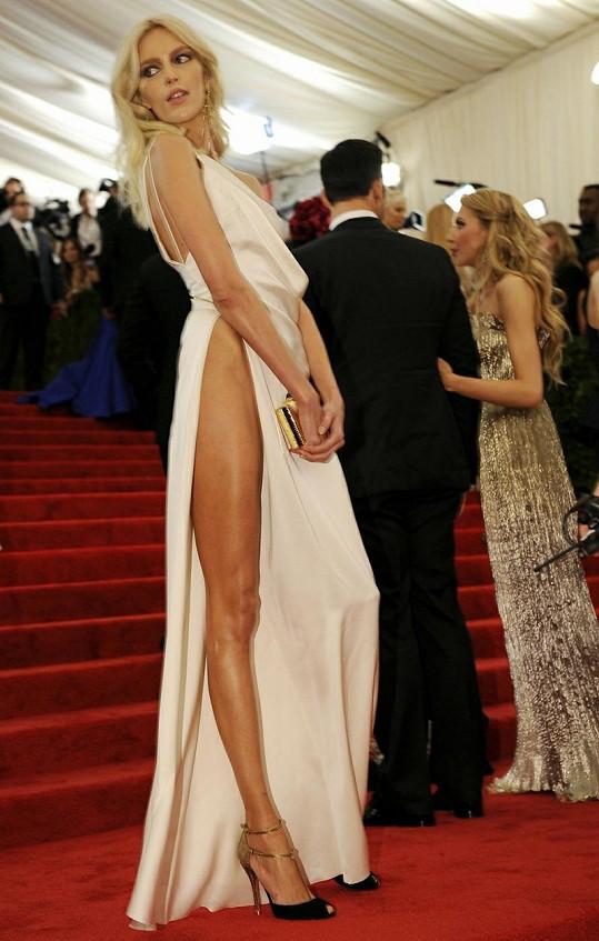 Polská modelka opticky prodloužila své už tak dlouhé nohy.