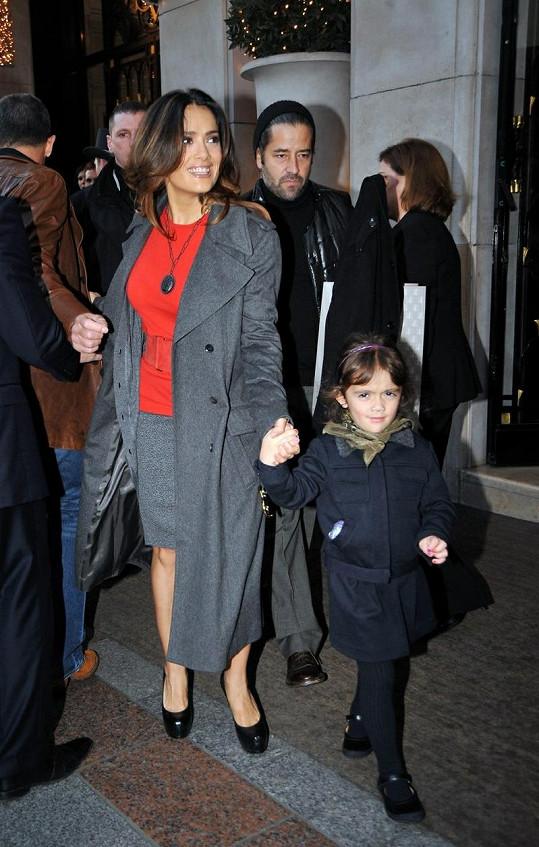 Salma Hayek s dcerkou Valentinou v Paříži.