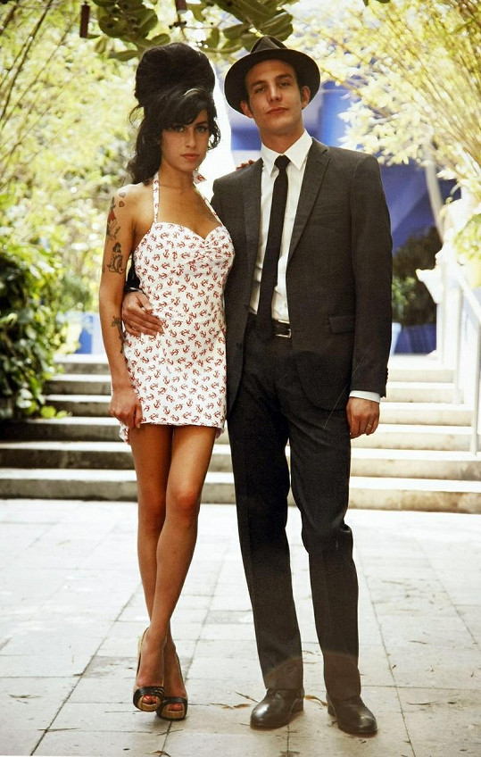 Blake popírá vinu za smrt Amy Winehouse.