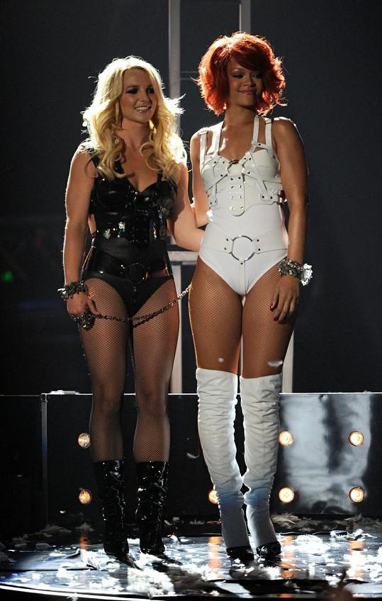 Spears si zazpívala spolu s Rihannou a byla o poznání drobnější.