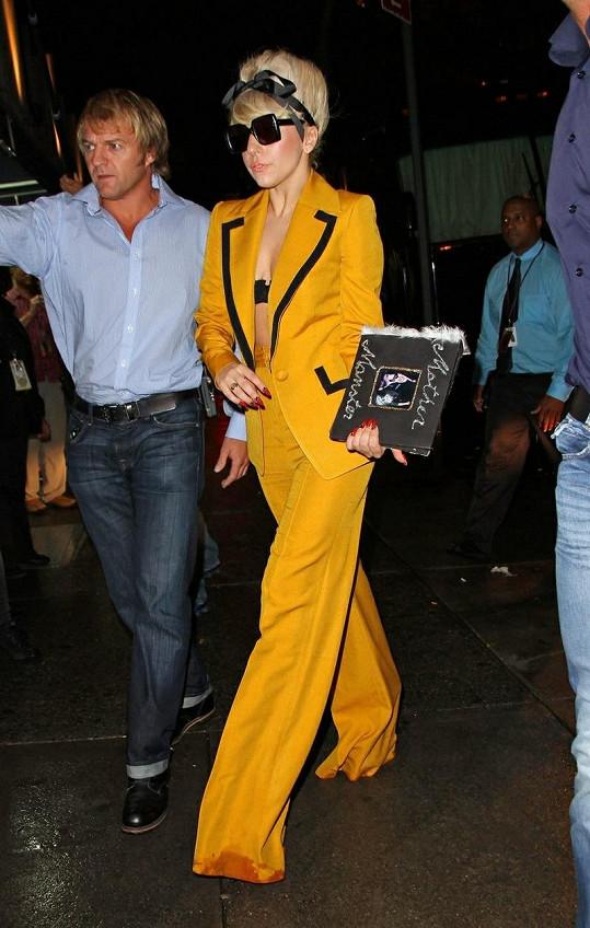Lady Gaga v jednom ze svých extravagantních kostýmů.